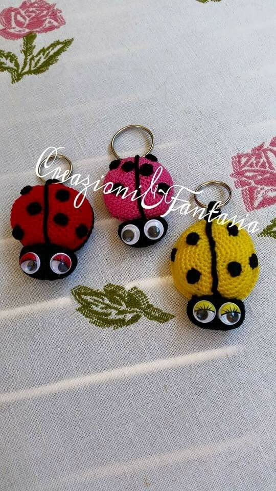 #uncinetto #crochet #amigurumi #handmadewithlove #handmade #handmadeinitaly #fattoamano #artigianatoitaliano #creazioniefantasia  #picoftheday #madeinitaly #artigianato #fattoamanoconamore #accessori #accessories #portachiavi #keychain #coccinella #ladybug