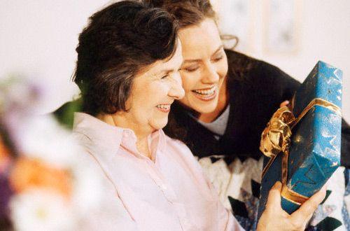 Как выбрать достойный и полезный подарок маме на день рождения— полезные советы