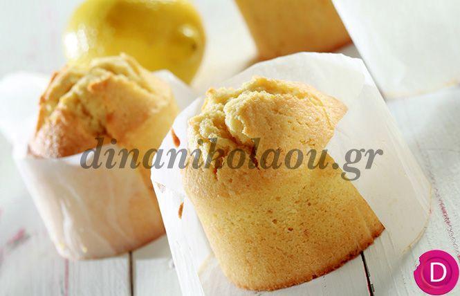 Κέικ λεμονιού υγρό, με κουκουνάρια | Dina Nikolaou