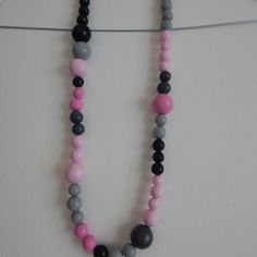 Collier en perles roses et grises en fimo
