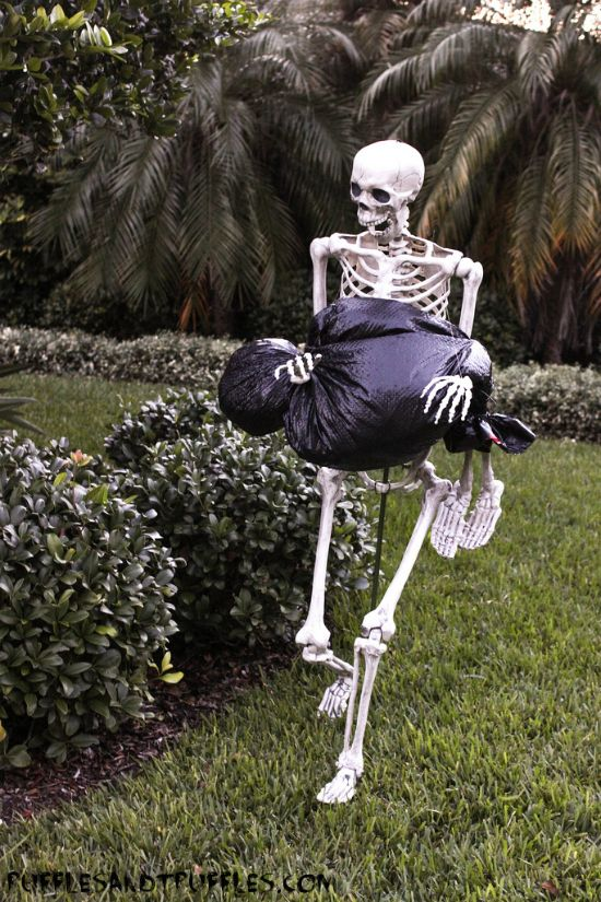 diy skeleton lawn decor for halloween - Easy Diy Halloween Yard Decorations