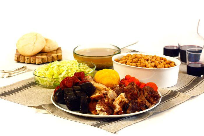 Cómo hacer cocido madrileño en crock pot o slow cooker. Receta paso a paso. Descubre esta y otras recetas de guisos tradicionales en olla de cocción lenta.