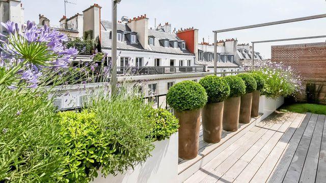 Comment cacher un vis à vis sur un balcon ?