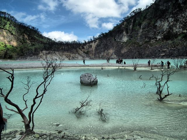 In the city of Bandung, there is one tourist location that offers the charm of beauty is so stunning. Crater so most people call it white. White crater is located in Mountain Agriculture, which is a mountain located in West Java.