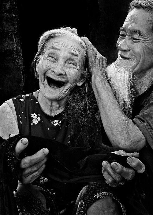 Una actitud positiva en la vida proporciona mayor felicidad en la vejez que un buen estado físico