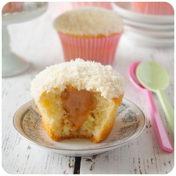 Cupcake de coco com doce de leite | Vídeos e Receitas de Sobremesas                                                                                                                                                                                 Mais