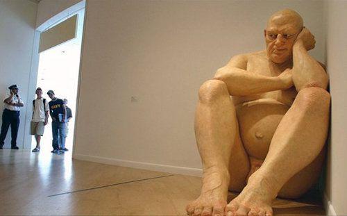 Statu e of Ron Mueck