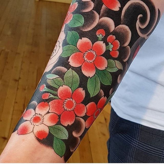 Image Result For Japanese Traditional Tattoo Flower Traditional Tattoo Flowers Traditional Tattoo Cover Tattoo