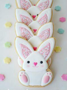 Όμορφα σχέδια, για γλυκά πασχαλινά μπισκότα! Η Μεγάλη εβδομάδα πλησιάζει και είναι ώρα να ετοιμάσουμε τα γλυκίσματα του Πάσχα. Μαζί με τα παιδιά, περάστε δημιουργικές ώρες στο σπίτι, ή καλύτερα στην κουζίνα, διασκεδάστε το φτιάχνοντας μπισκότα και γλυκίσματα! Δείτε παρακάτω τα σχέδια που σας προτείνουμε! Πασχαλινή συνταγή για παιδιά: Ώρα για γλυκές λιχουδιές!  Δες εδώ, τη συνταγή!