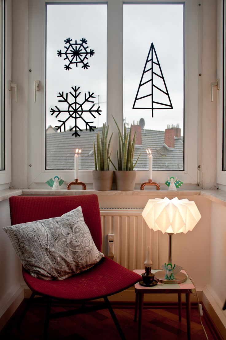 Looks so cozy and beautiful. Use #washitape to make the Christmas tree and snowflakes and tape on the window. Creative!