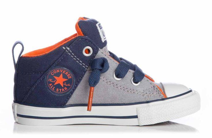 Super ruig, deze Axel sneakertjes van Converse. Een laag model waar je zo in kunt stappen. De veters zijn puur ter decoratie, aan de tong zitten elastieken banden, waardoor deze sneakertjes goed aan de voetjes blijven zitten.