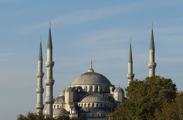 ISTANBUL, TURKEY: The iconic Sultanahmet Mosque in Istanbul, Turkey is a masterpiece of Ottoman and Byzantine architectural traditions.