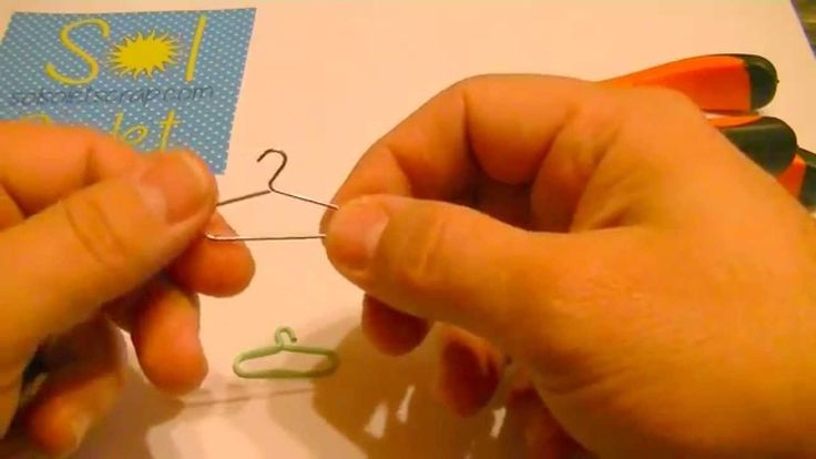 Transforma un clip en una mini percha para tus proyectos de scrapbooking