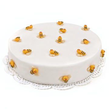 Deze bijdetijdse Aardbijentaart past bij ieder feestje en zal iedereen bijblijven als bijdrage aan een bijzondere dag. Een overheerlijke taart gevuld met lekkere cake en een romige aardbeienvulling! 12 personen, vandaag besteld, morgen geleverd!