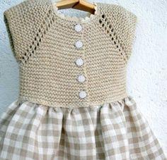 Otro vestido de niña con cuerpode punto y falda de tela. Ya veis que hay muchas variaciones sencillas de esta combinación.En este blog ya hemos publicado