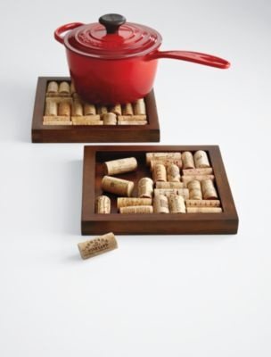 I've been collecting wine corks for about a year now. I was going to make a bulletin board (cork board, literally) and i'm going to have to make one of these with my leftovers!