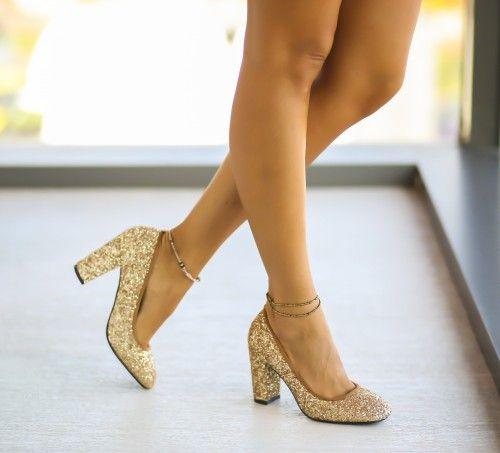 Pantofi aurii cu toc mediu gros eleganti