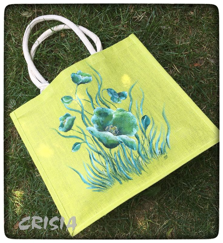 Hand painted jute bag (unique) Colors are non-toxic, resistant to light and washing, heat treated. Maintenance: -wash by hand in warm water (30 degrees) with a sponge, without squeezing or rubbing; -do not iron. -dimensions: 42x36x15. #crisiabags #crisia_by_mb #jutebag #handmade #handpaintedbags  #beachbags