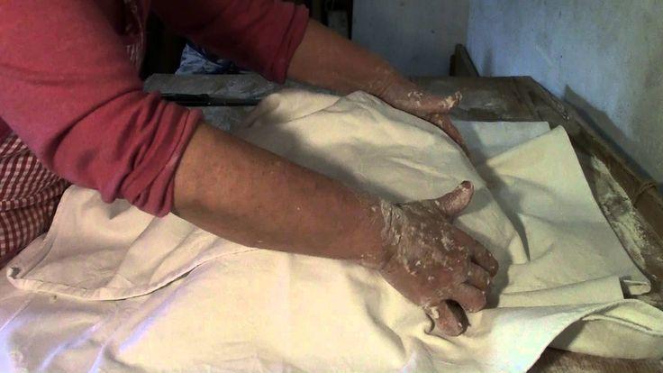 video ricetta Pane e focaccia-fatto a mano con forno a legna- nonna Esterina