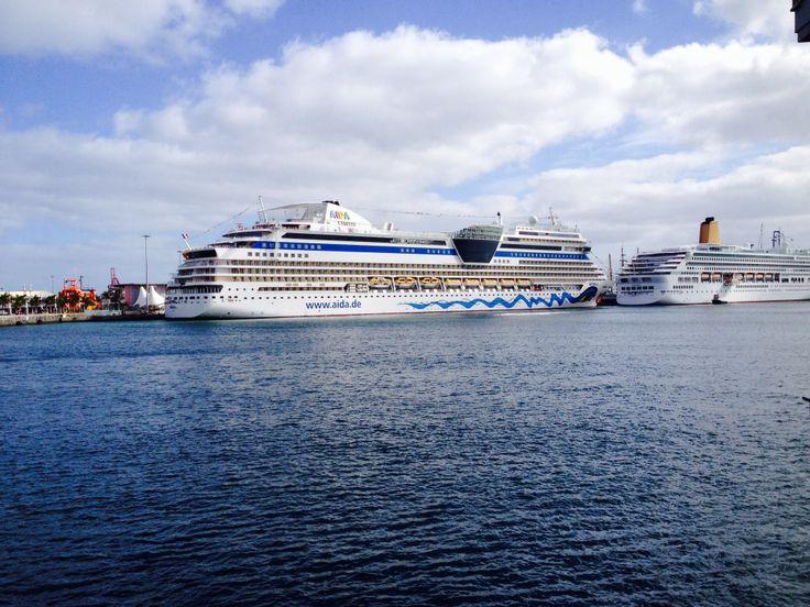 cruise on las palmas harboure