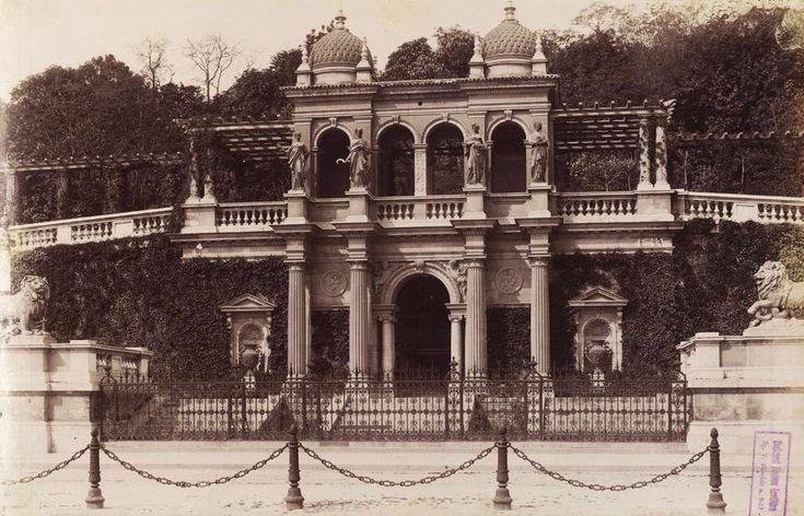 Várkert Bazár (Ybl Miklós, 1883.). A felvétel 1890 körül készült. A kép forrását kérjük így adja meg: Fortepan / Budapest Főváros Levéltára. Levéltári jelzet: HU.BFL.XV.19.d.1.07.119