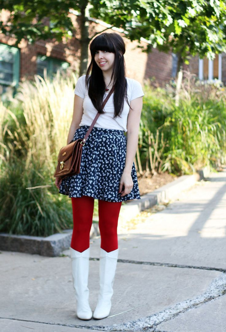 Red pantyhose with white boots + t-shirt and blue skirt with white spots