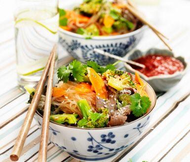Recept: Sesamwok med broccoli och koriander