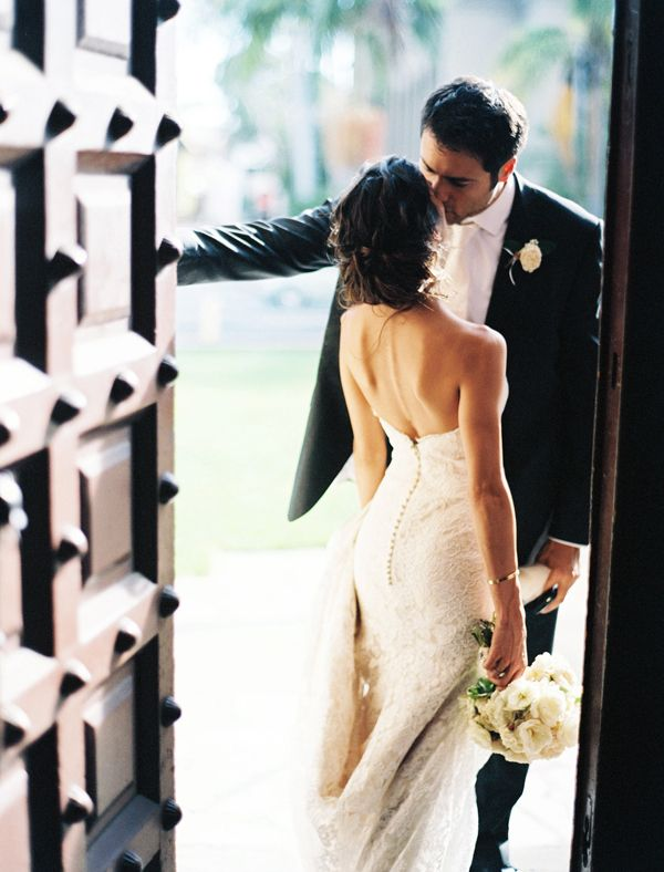 Dear photographer, please capture as much romance as possible. This photo takes my breath away! -M