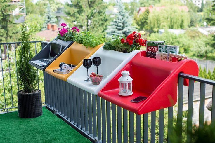 Das Konzept innovativer Möbel für kleine Balkone und Terrassen. Es & # 39; ein kleiner tisch für den balkon mit integriertem pflanzgefäß: der tabletttisch … – Juliana Blanco