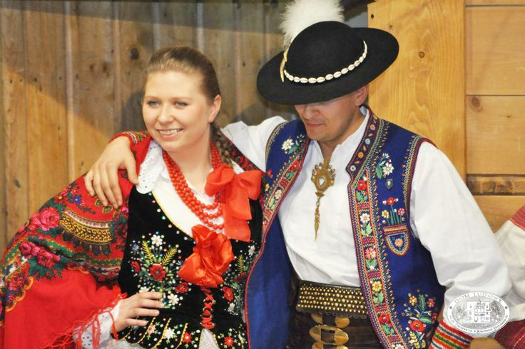 Folk clothing from the region of Pieniny, southern Poland [source].