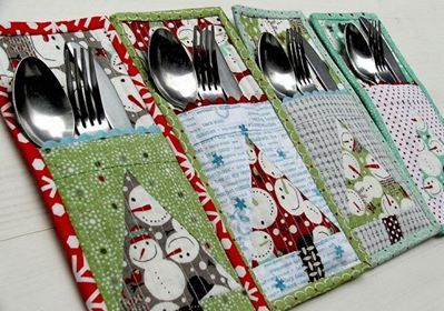 Cutlery organizer that looks quite easy to sew; will have to try making it for my holiday table-scape this year.