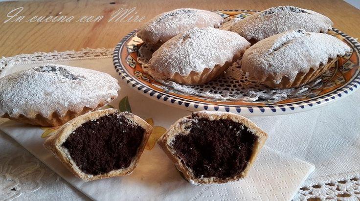"""I Bocconotti o """"bucchinotti"""" dolci di pasta frolla con il cuore di cioccolato e mandorle Bocconotti calabresi I bocconotti calabresi o""""bucchinotti"""" questo è il vero nome, sono dei dolci tipici calabresi, sono … Continua a leggere→"""