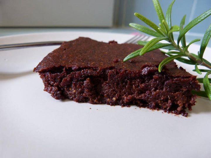 Fresh figs and Dark Chocolate Brownie #LookingthroughmykitchenwindowPaleoPrimal