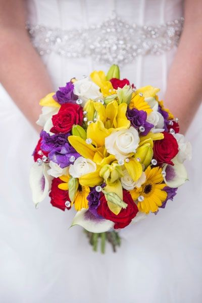 Die schönsten Brautsträusse: Farbexplosion aus weiss, gelb, rot und violett