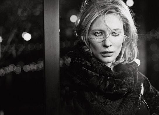 Cate Blanchett photographiée par Peter Lindbergh à Londres en 2000 © Peter Lindbergh http://www.vogue.fr/mode/news-mode/diaporama/le-livre-100-photos-pour-la-libertes-de-la-presse-de-peter-lindbergh/20147/image/1045365#!peter-linderbergh-100-photos-pour-la-liberte-de-la-presse-reporters-sans-frontieres-cate-blanchett