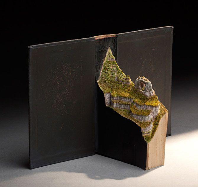 #интересное  Захватывающая красота бразильских гор, высеченная из книг (13 фото)   Человек искусства Гай Лараме сочетает в себе художника, скульптора, дизайнера, фотографа, писателя и даже музыканта. Такая разносторонность мужчины не осталась незамеченной в мир�