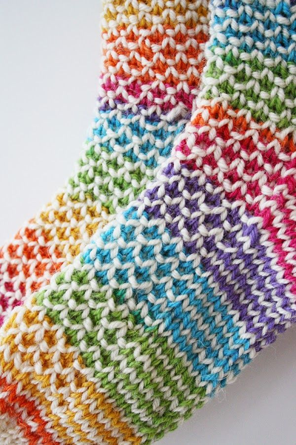 Broken seed stitch crazy rainbow socks - Google tries to translate the page but I'm sure I can work it out
