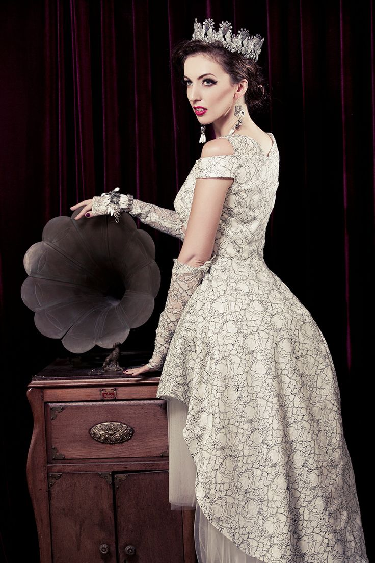 Classic mullet wedding dress in black and white floral lace . See more at: http://www.weddinginspirasi.com/2013/12/05/meera-meera-fall-2013-wedding-dresses/