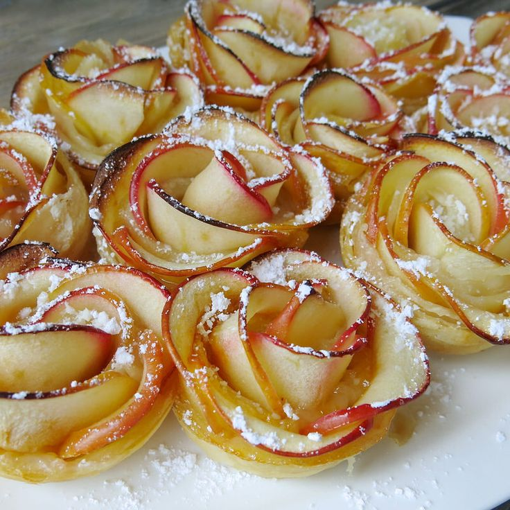 Apple Roses in #Thermomix Puffed Pastry Homemade Apricot Jam: show stopping! Not too sweet, easy to make: a delicious warm celebration of fall. #appleseason