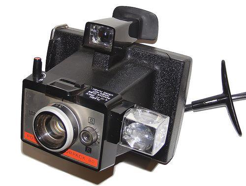 La polaroid colorpack 80 fue fabricada entre 1971 y 1975 en Inglaterra y pertenece a la serie 80 de polaroid para pack film. Mejora con respecto al anterior modelo de polaroid en que esta revela las fotos realizadas con una gran mejora en la calidad de los colores.