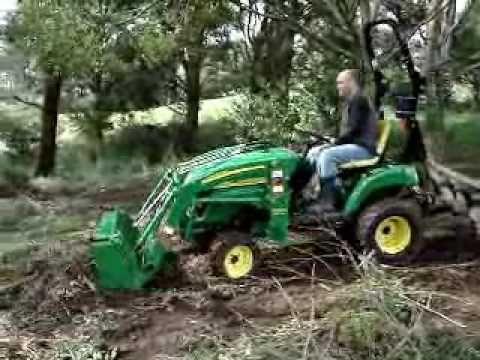▶ John Deere 2305 working - YouTube