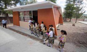 Inauguran biblioteca y centro de cómputo en Primaria Vespertina de Mitla