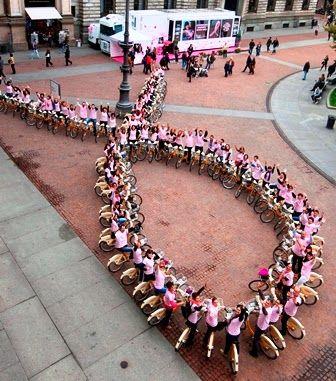 Fashionista Smile: La campagna Nastro Rosa di Estée Lauder