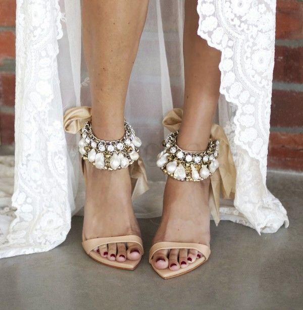 Sposa boho chic per la nuova collezione di scarpe sposa di Grace Loves Lace