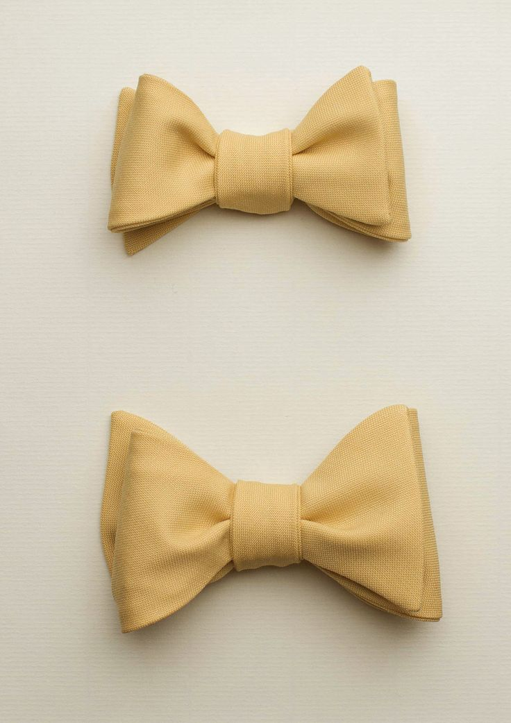 Zutiste 'Ressouvenir' nœuds papillon (French for 'bow tie'), made in Paris from pure English wool.