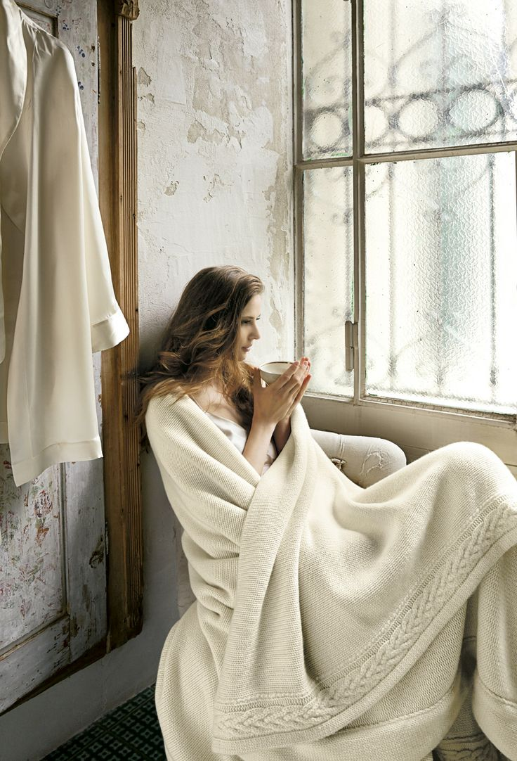 Pure cashmere blanket bordered with an elegant frame of a wide twisted cable-knit motif. Currently available in Ivory and Caramel.