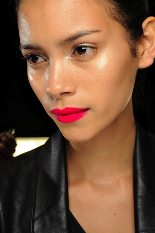 BRIGHT MATTE LIPS DIANE VON FURSTENBERG HOT PINK FUSCHIA LIPS LIPSTICK SPRING SUMMER SS 2011 BARELY THERE MAKE UP NO MASCARA LEATHER JACKET BLACK TOP 2 photo LEFASHIONBLOGBEAUTYPOSTBRIGHTMATTELIPS2.png