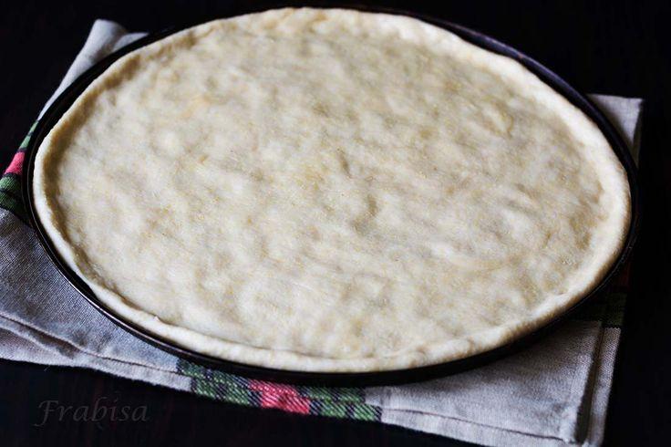 Hacer la masa de pizza en casa es tan rápido que no te llevará ni cinco minutos y el resultado difiere un abismo con respecto a las precocinadas, te animo a probar, verás como habrá un antes y un después. Aunque te explico el modo de hacerla en robots de cocina, a mano se hace …