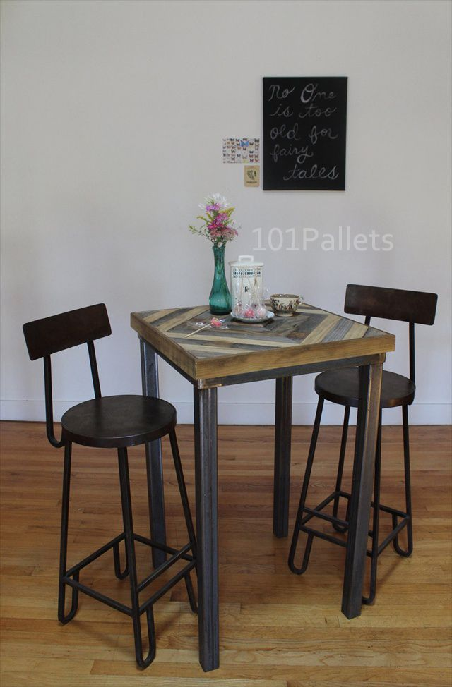 kitchen table made of barn wood and pallets - Barnwood Kitchen Table