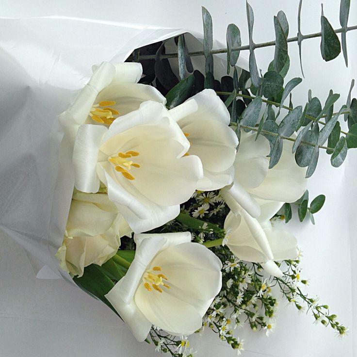 @fleetingbuds white tulips